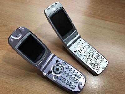 """PHSの優位性を生かし、定額データ通信を実現した「AirH""""」。中でも音声通話端末で利用できる「AirH"""" PHONE」は熱狂的なファンも生み出した。写真は筆者所有のAirH"""" PHONE"""