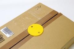 横から着脱するだけなので、頻繁に開け閉めするダンボール箱に使うと便利。ガムテープが不要で、ゴミも出ない