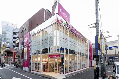 大創産業のダイソーは、国内3000店舗、海外26の国と地域で1500店舗を展開している。