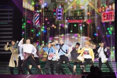 PENTAGONは韓国、日本、中国出身のメンバーからなる10人組ボーイズグループ