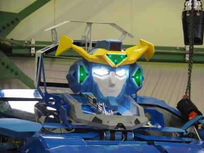 往年のロボットアニメのイメージがそのまま具現化したような「J-deite RIDE」の頭部。大河原邦男氏らしさ溢れる顔立ちだ