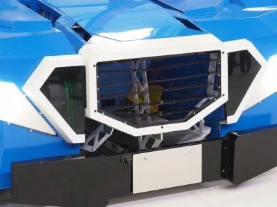 ロボットモードにおける頭部はフロントグリルに収納。その空虚さにこのマシンの特殊性が表れている