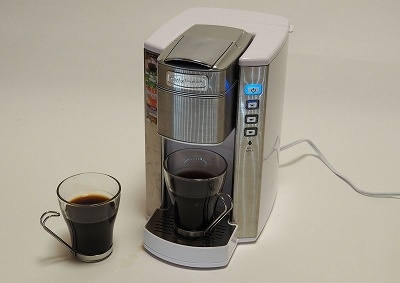 クイジナートの「コーヒー&ホットドリンクメーカー SS-6WJ」(実売価格 税込み1万5240円)。本体サイズ約幅185×奥行き300×高さ310mm。本体重量約2.8kg。最大タンク容量約1.5L