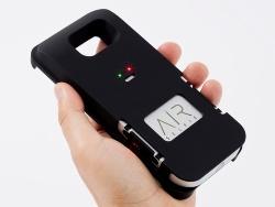 キットに付属するバッテリー内蔵ケース。AirSelfieを底面から格納すれば、バッテリーの充電と本体の保護が両立できる