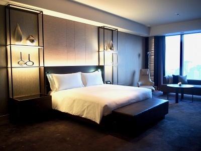 ベッドルームには米サータ社のベッドを採用