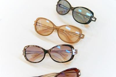 """ちょこサンのキャッチフレーズは「Fast Glass」。これはシャルマンの造語で、""""Fast Fashion""""のように低価格で、大勢の人に気軽にサングラスを楽しんでほしいからだという"""