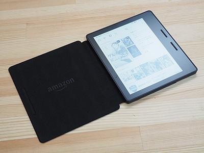アマゾンの電子書籍専用端末「Kindle Oasis」。Wi-Fiモデルは3万5980円、Wi-Fi+無料3Gモデルは4万1190円。ロック画面などに広告を表示しない「キャンペーン情報なし」モデルを選ぶと、それぞれ2000円値上がりする