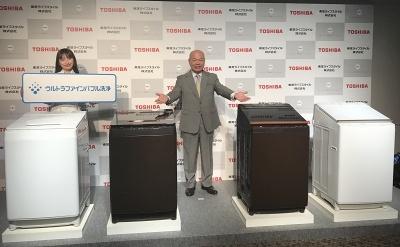 縦型洗濯機「ZABOON(ザブーン)シリーズ」4モデルを発表する東芝ライフスタイルの石渡敏郎社長