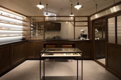 2018年3月にオープンした「東京ミッドタウン日比谷」3階「ヒビヤ セントラル マーケット」内の眼鏡店「CONVEX」。デッドストックのビンテージアイウエアショップ「Fre'quence.」の柳原一樹氏が手がけるメガネのショップ