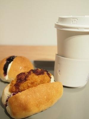コーヒーは紙コップでの提供だが、味は本格的
