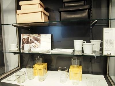 コクヨ製品以外のものも、このショップのコンセプトに合うものをセレクトして販売。1616アリタジャパンのカップなどが並んでいる