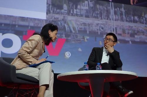 アリババ・メディア&エンターテイメント・グループのYang Weidong氏(右)