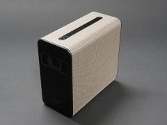 ソニーモバイルコミュニケーションズのAndroid OS搭載スマートプロジェクター「Xperia Touch」。カラーは落ち着きのあるゴールドを採用。ソニーストアでの価格は14万9880円