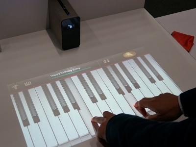 タッチ操作は最大10点タッチに対応している。これにより、ピアノのアプリで和音を演奏したり、対戦型のゲームを複数人で楽しんだりできる