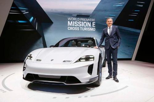2018年のジュネーブモーターショーで公開されたミッションEのクロスオーバーコンセプト「ミッションE クロスツーリスモ」(画像提供:ポルシェ)