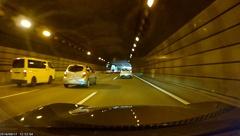 暗いトンネル内でもHDR機能が効いており、はっきりと映っていた。他車の車種やナンバーも確認しやすい
