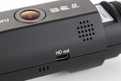 本体底面にmicroHDMI端子を備える。HDMIケーブルを用意しテレビとつなげると、ドライブレコーダーで撮影した映像をテレビに表示できる