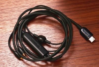 USB接続のデジタルイヤホンでも、製品やケーブルによって音質は大きく変わる。シュアのRMCE-USBは192kHz/24bitのハイレゾDACを搭載する音のいいリケーブルだ