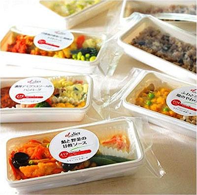 「健康弁当」は冷凍で届けられ、冷凍の状態で1年間保存が可能。4食セットで4800円。肥満体質のタイプ別3種類+アソート(詰め合わせ)の計4種類