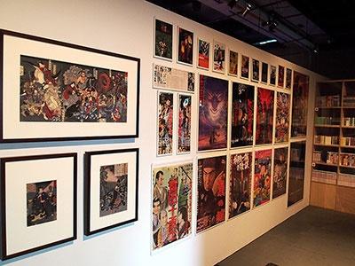 忍者映画のポスターや忍者が描かれた浮世絵も展示