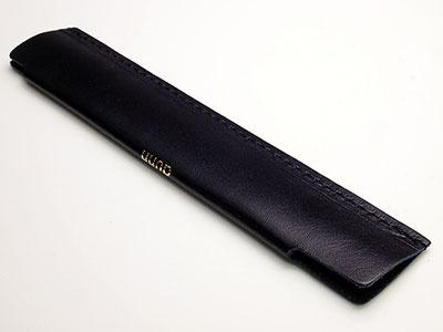 """ロンド工房「<a href=""""http://www.dunn.jp/items/3260398"""" target=""""_blank"""">dunn one pencover</a>」2160円(税込)。サイズはW145×H30×D1mm、重さ約5g"""