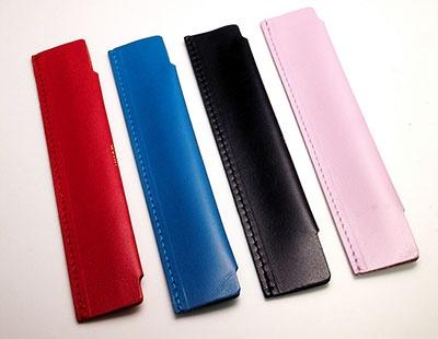 カラーバリエーションは4色。左からレッド、コバルトブルー、ブルーブラック、ライラック
