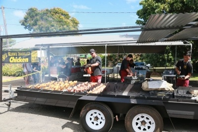 ハワイの本店は週末のみの営業で、テイクアウト限定