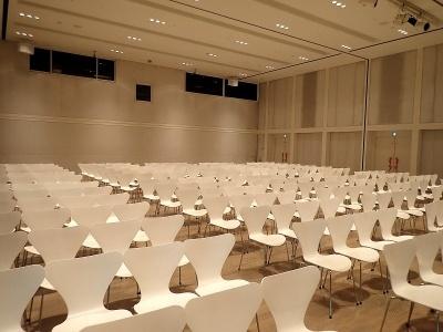 講堂も展示室同様に壁面が動かせるので、規模に合わせた広さにすることが可能