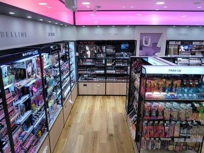 地下1階のセルフ化粧品コーナー