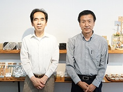 技術を担当する音茶楽の山岸亮氏(左)と、設計・製造を手掛けるTTRの篠塚順正氏(右)