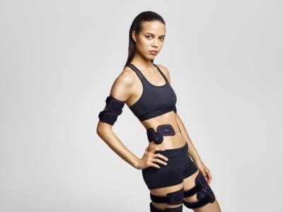 シックスパッドは女性モデルを使った広告にも力を入れている