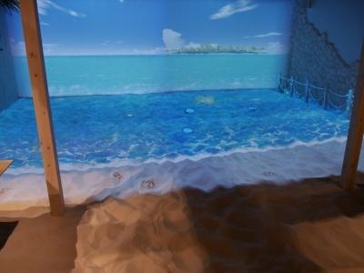 目立たない奥まった場所にあるが、小さい子供でも楽しめそうな砂浜がある