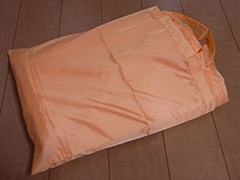 乾燥マットをたたんで収納ポーチに入れ、別に保管する
