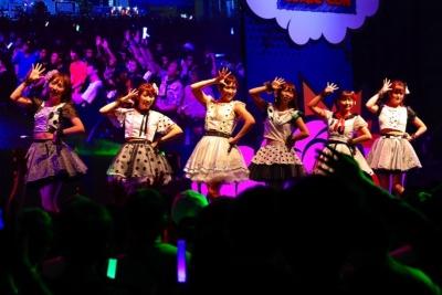 """日本のアイドルグループ、愛乙女☆DOLL(ラブリードール)。""""かわいい系""""代表のアイドル、 TIF in BANGKOKのステージにて"""