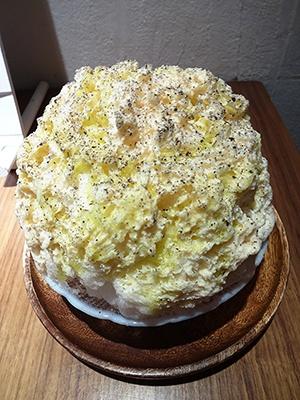 「桃のカルボナーラ」(税込み800円)オリーブオイル抜きで頼むこともできる。天然氷はプラス税込み200円