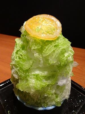 かき氷の中でも人気の高い「バジルレモンのかき氷」は、5000円のコースのデザートとして提供しているが、(小)780円で別注文もできる