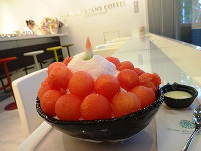 コーヒー専門店「SNOW BEANS COFFEE」の「季節のフルーツのSNOW ICE(スイカ)」(800円)