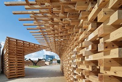 ハウス・ビジョン展の企画・構想は日本デザインセンター代表の原研哉氏、会場構成は新国立競技場の設計も手がけた隈研吾氏