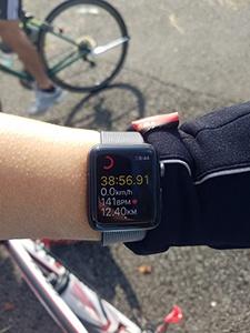 Apple Watchだけを持って走ってみた。小さくて見づらいが、時計の横にiPhoneとつながっていないマークが表示されている
