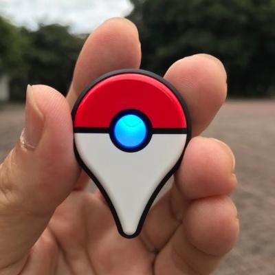 ポケストップを発見すると中央のランプが青に点滅する。ボタンを押すとポケストップにチェックインでき、受け取ったアイテムの個数が、その後の振動とランプの点滅する回数で分かる
