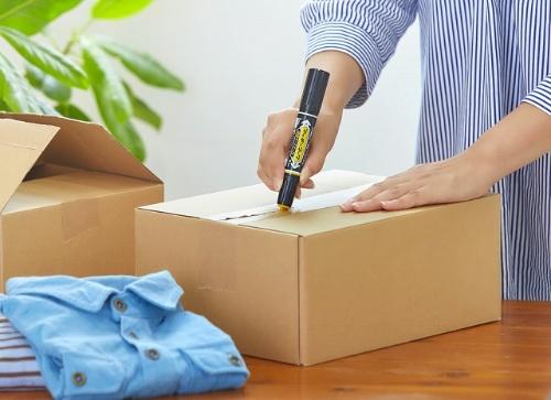 オープナーで安全に開けられる対象は、「クラフトテープ」と「布テープ」。プラスチックのオープナーは子どもがケガをする心配もなく、カッターより安心だ