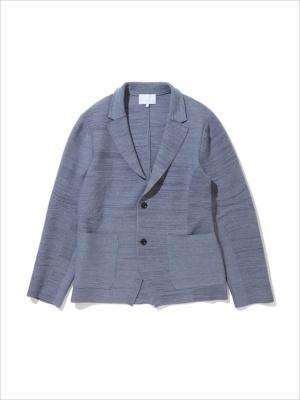 「3D ニット テーラードジャケット」(2万9000円)。縫い目を最小限に抑えた3D仕立てにより、快適なフィット感を持つ。着心地がよく動きやすい