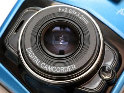 ドラレコ3。前玉が大きいように見えるが、事実上の保護レンズである。レンズはガラス製で3.2mm/F2.0と、ドラレコ2と同じスペックだ
