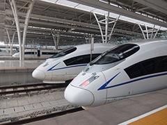高速鉄道がずらりと並んだ上海虹橋駅