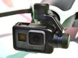 先端のスタビライザーにGoPro HERO 5を装着して利用する。GoProは付属せず別売となる