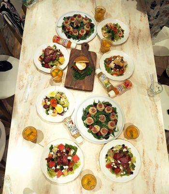 撮影会でアレンジした卓上を俯瞰から撮影。皆の料理を集めて集合写真に