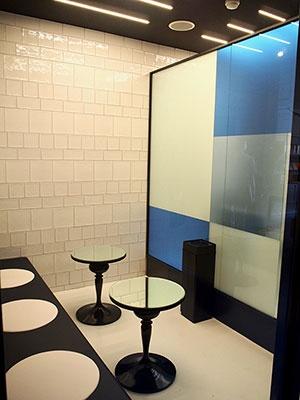 カプセルルームは全室禁煙のため、別に喫煙室を設置した