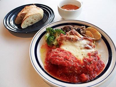 週替わりランチプレートはスープ、湯種パンかライス付きで780円