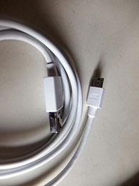 急速充電には添付の専用ケーブルが必須