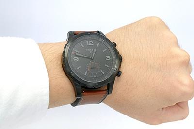 QネイトもQマーシャル同様大きい。外見は、アナログ時計そのものだ